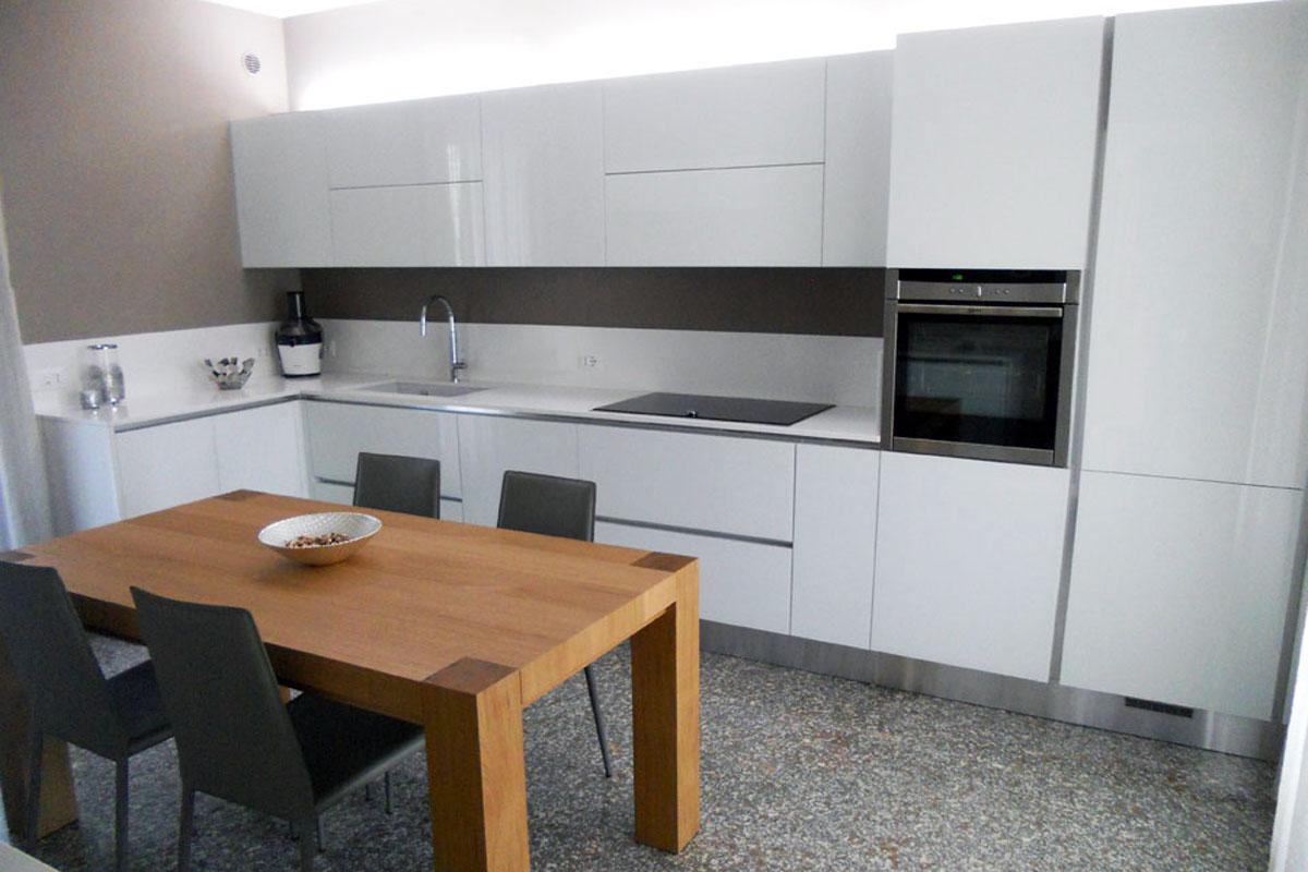 Cucina vetro bianco lucido arredamenti barin - Cucina laccato bianco ...