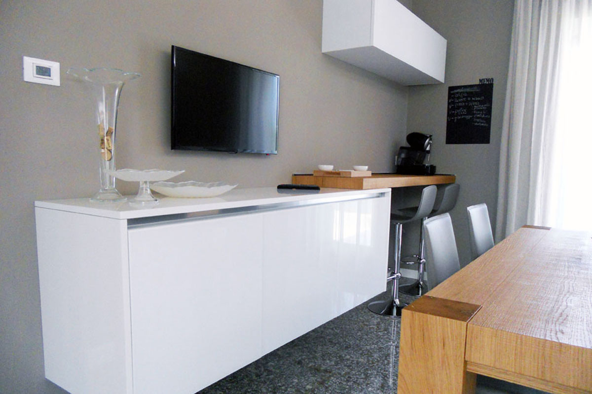 Cucina vetro bianco lucido arredamenti barin - Cucina rovere bianco ...