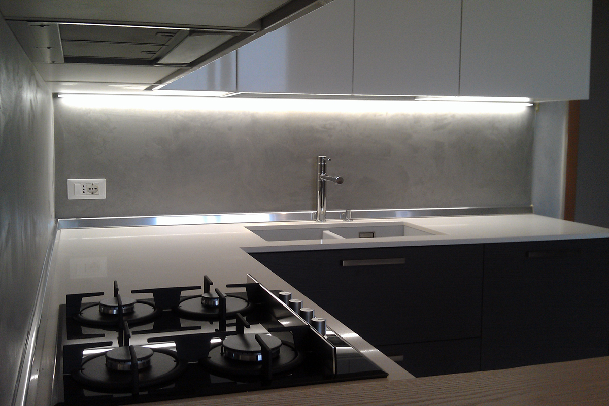 Cucine Bianco Grigio : Cucina bianco lucido e rovere grigio arredamenti barin