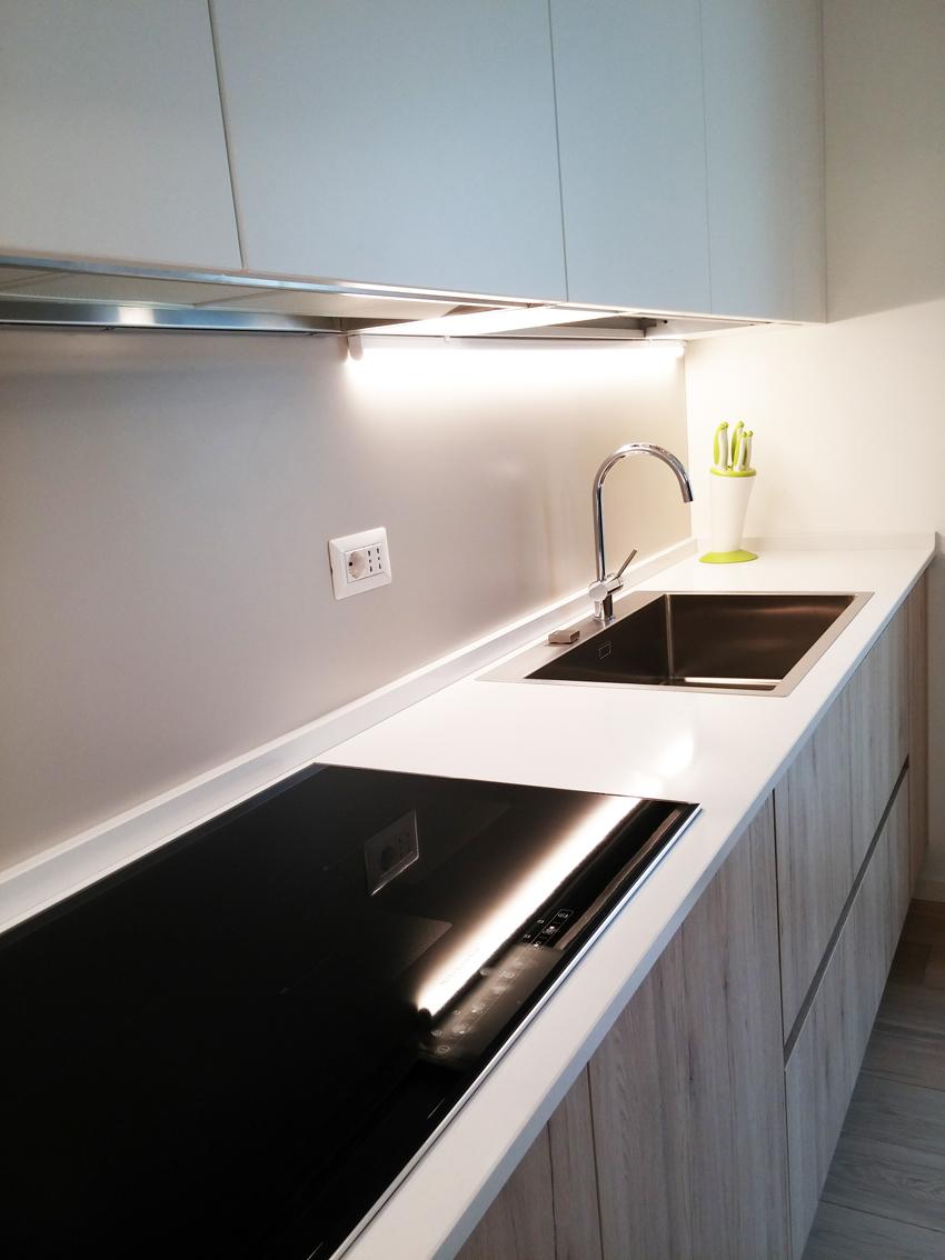 Cucina rovere nodato e bianco opaco arredamenti barin - Cucina bianco opaco ...