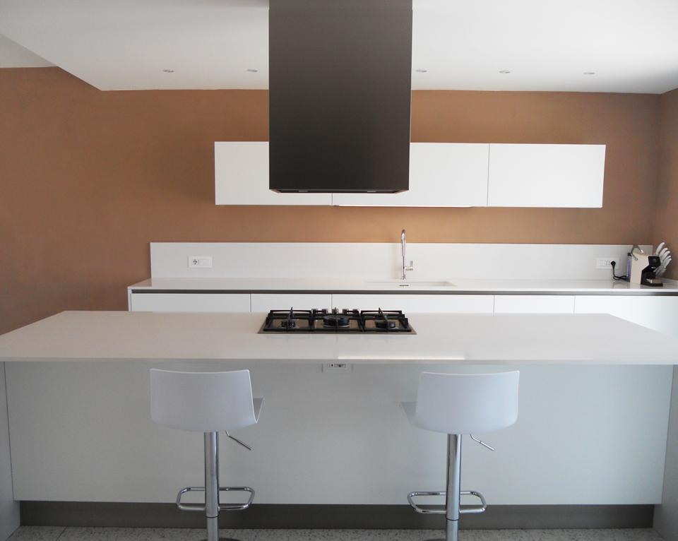 Cucina Isola Bianco Opaco e Tavolo Rovere | Arredamenti Barin