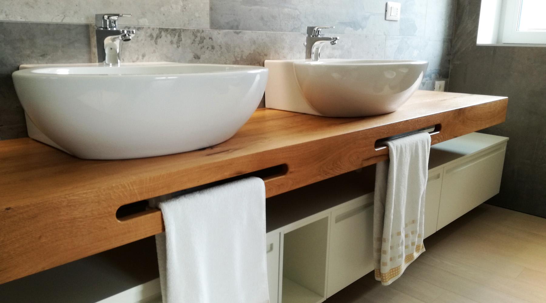 Mobile bagno doppio lavabo con mensola in legno - Mobile asciugamani bagno ...