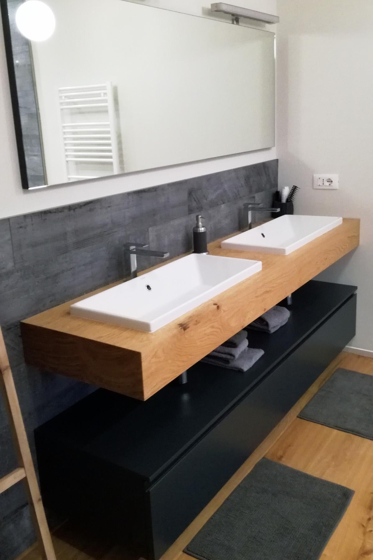 Mobile bagno con mensola in legno doppio lavabo - Mobile bagno con doppio lavabo ...