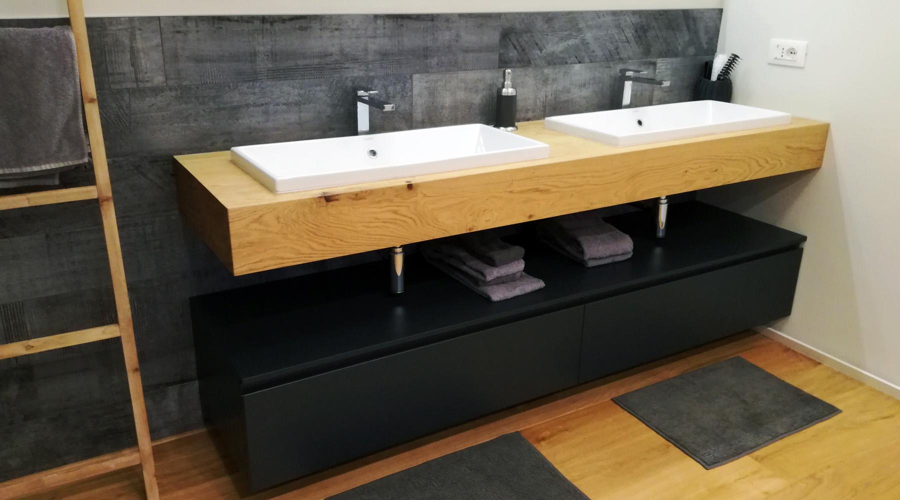 Mobile bagno con mensola in legno doppio lavabo for Mobile bagno legno