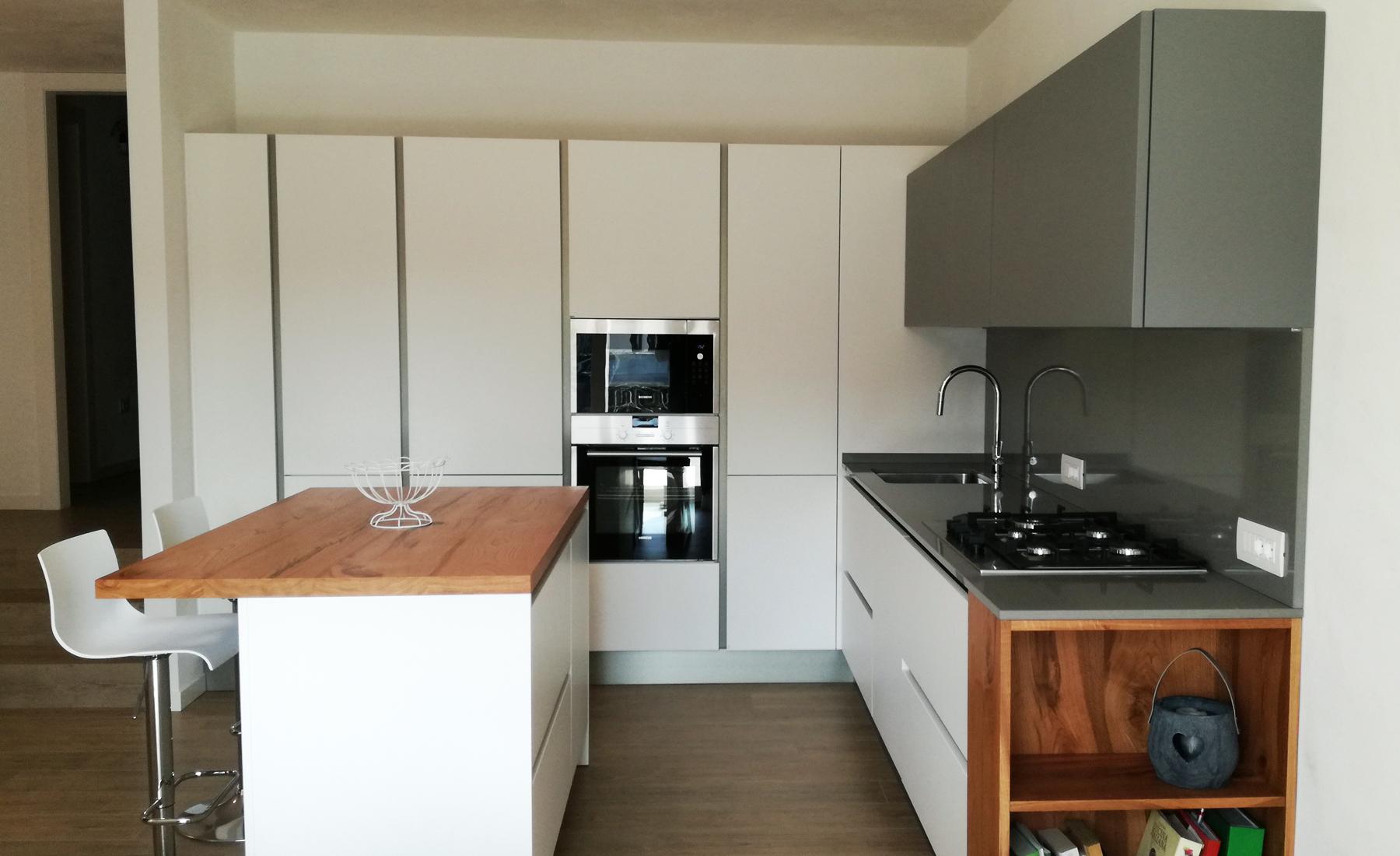 Paraschizzi cucina laterale. cucine moderne piccole con piano di