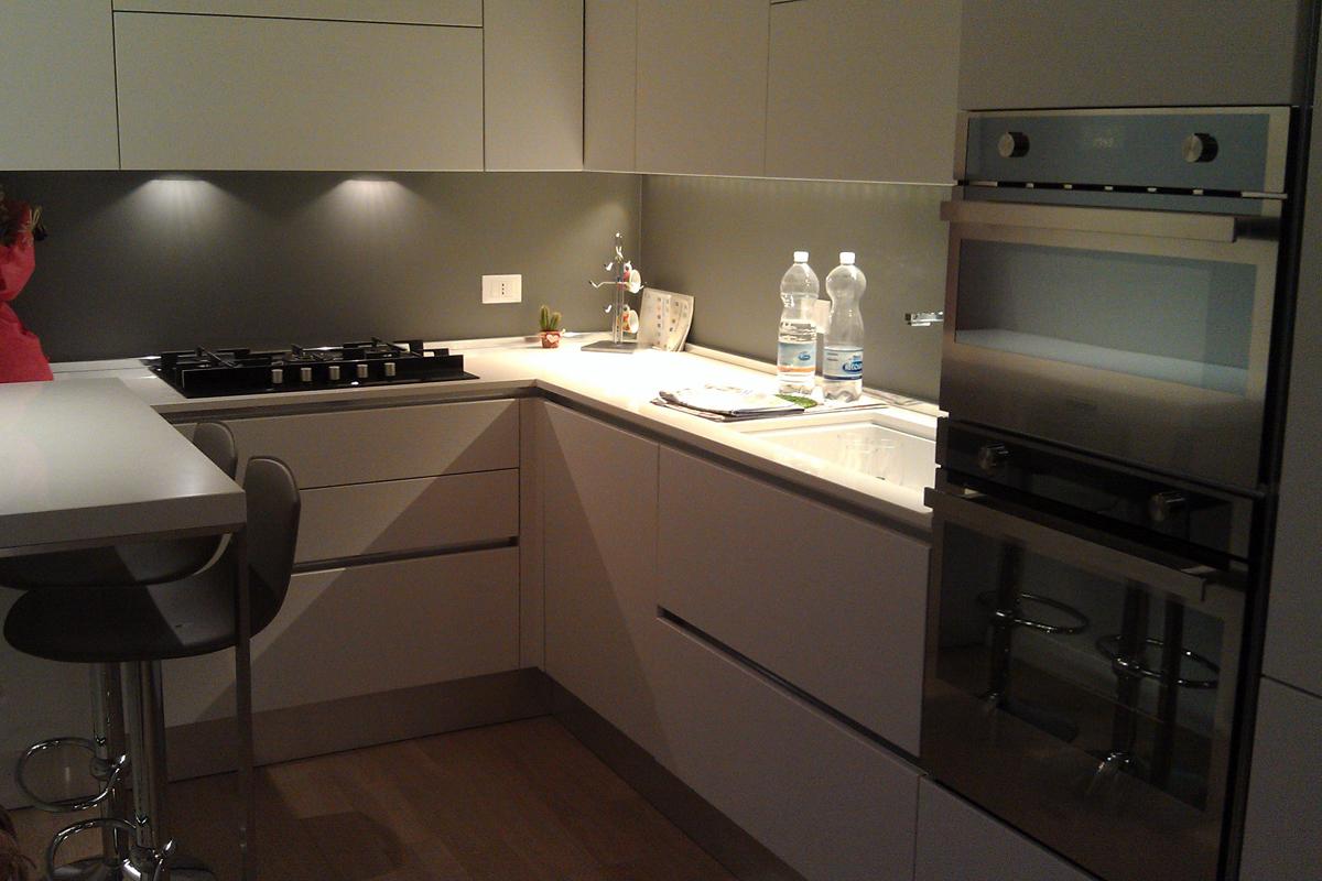 Cucina in Nicchia in Rovere Bianco - Arredamenti Barin
